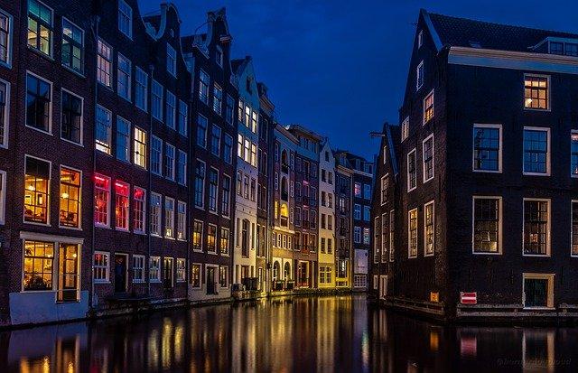 Przewóz osób i paczek do Holandii